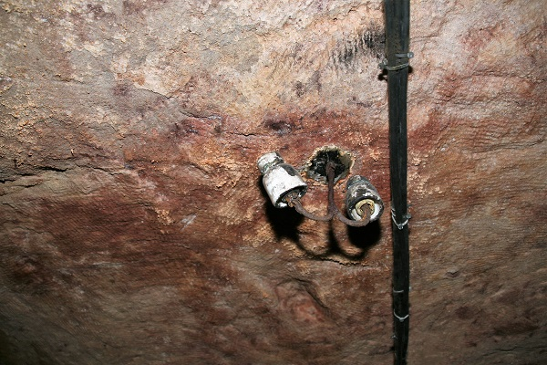 Elektroinstallation in den Nürnberger Felsengängen