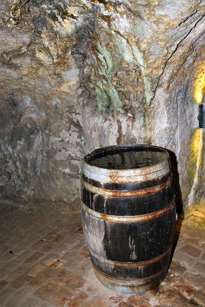Fass mit Wasser - Nürnberger Unterwelt