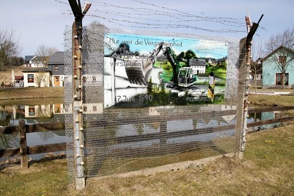 Mahnmal an der ehemaligen Grenze in Mödlareuth