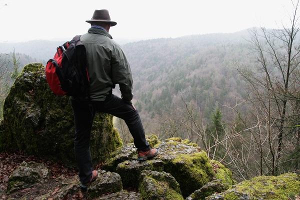 Aussichtspounkt mit Blick ins Wiesental bei Engelhardsberg in der Fränkischen Schweiz