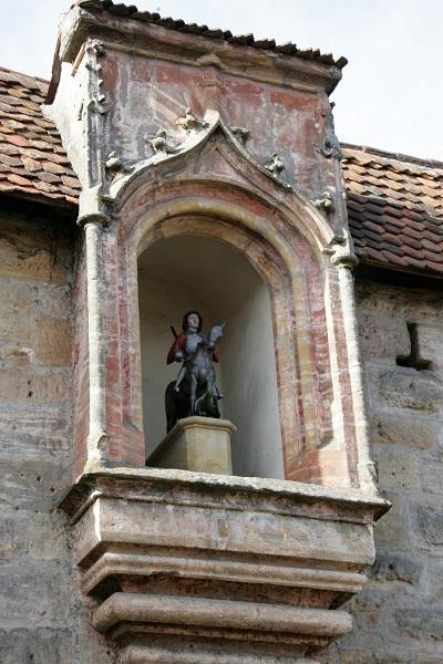 Steinfigur Heiliger Georg